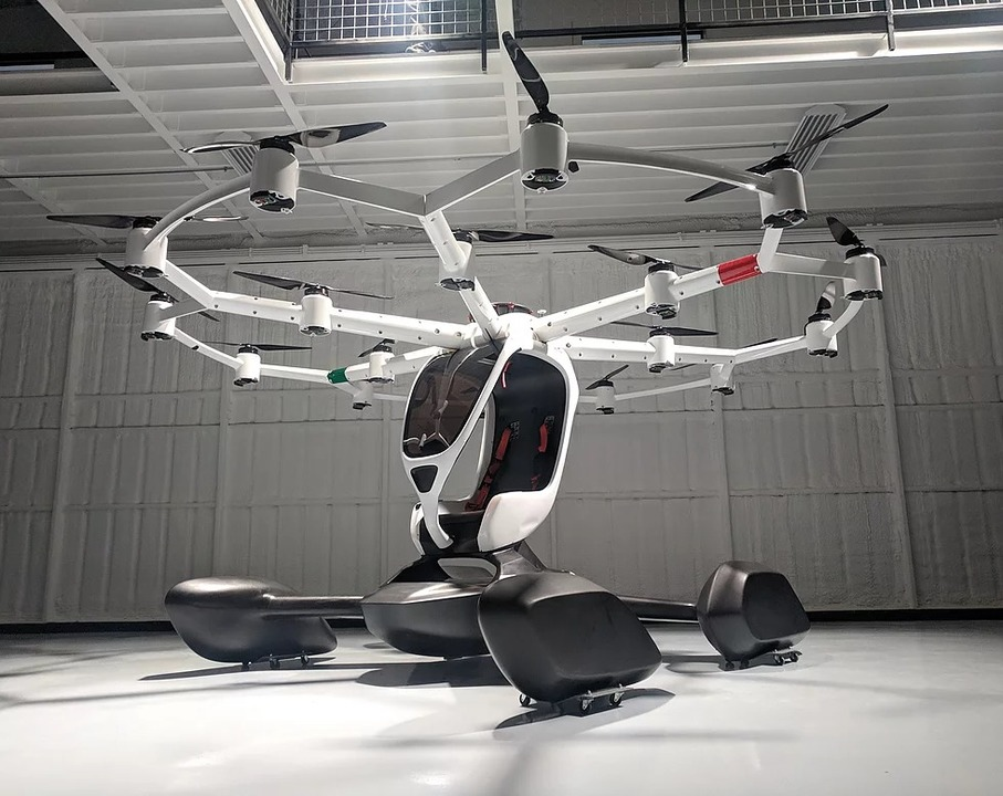 18枚のプロペラで空を飛ぶ。お一人様用自動運転タクシー「HEXA」