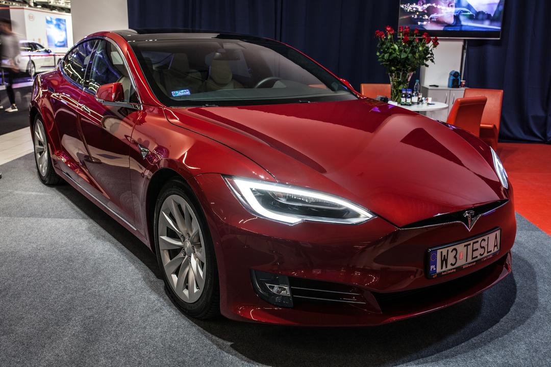 Tesla車に「おならモード」が追加されたって。へぇ~