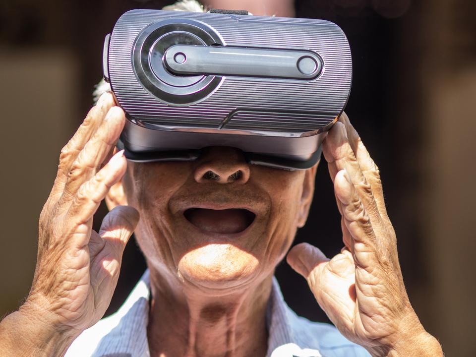 未来の高齢者は合体して超人に? 東大教授が語る最新VRテクノロジー