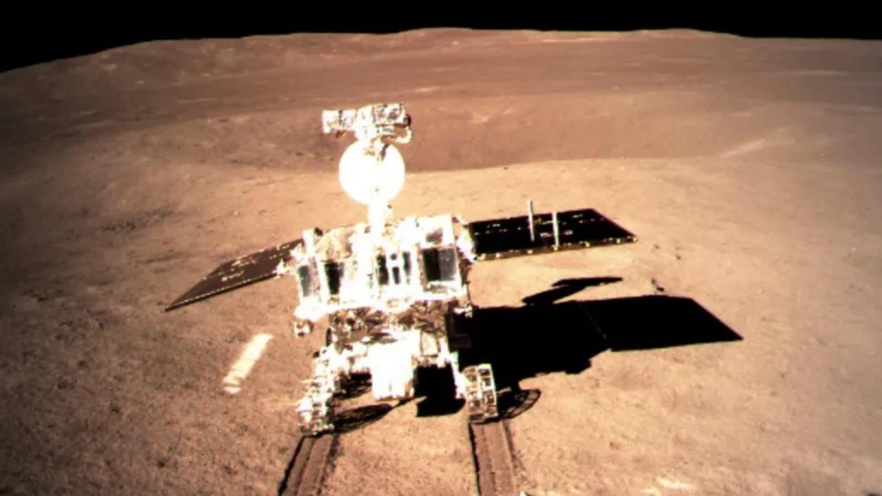 宇宙征服! 中国の月面探査機「嫦娥4号」がローバー「玉兔2号」を展開