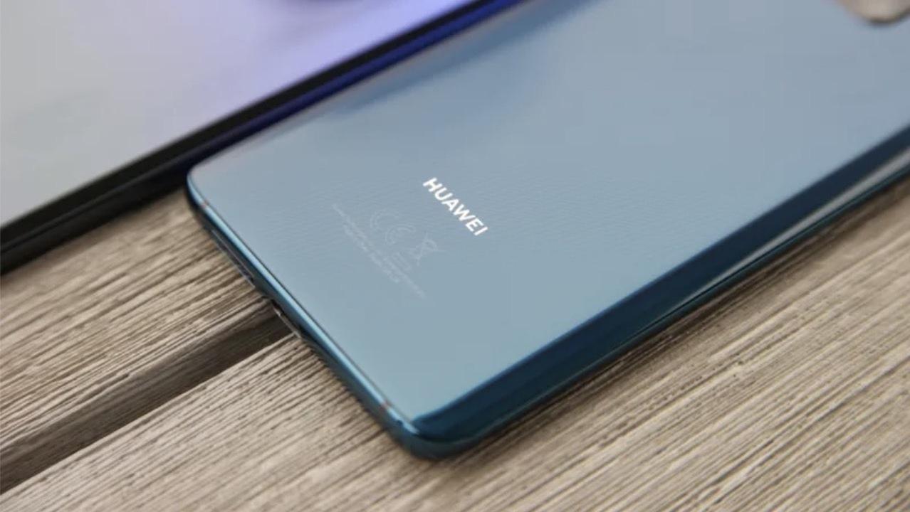 HuaweiアカウントからiPhoneであけおめツイートした社員、やっぱり処罰される