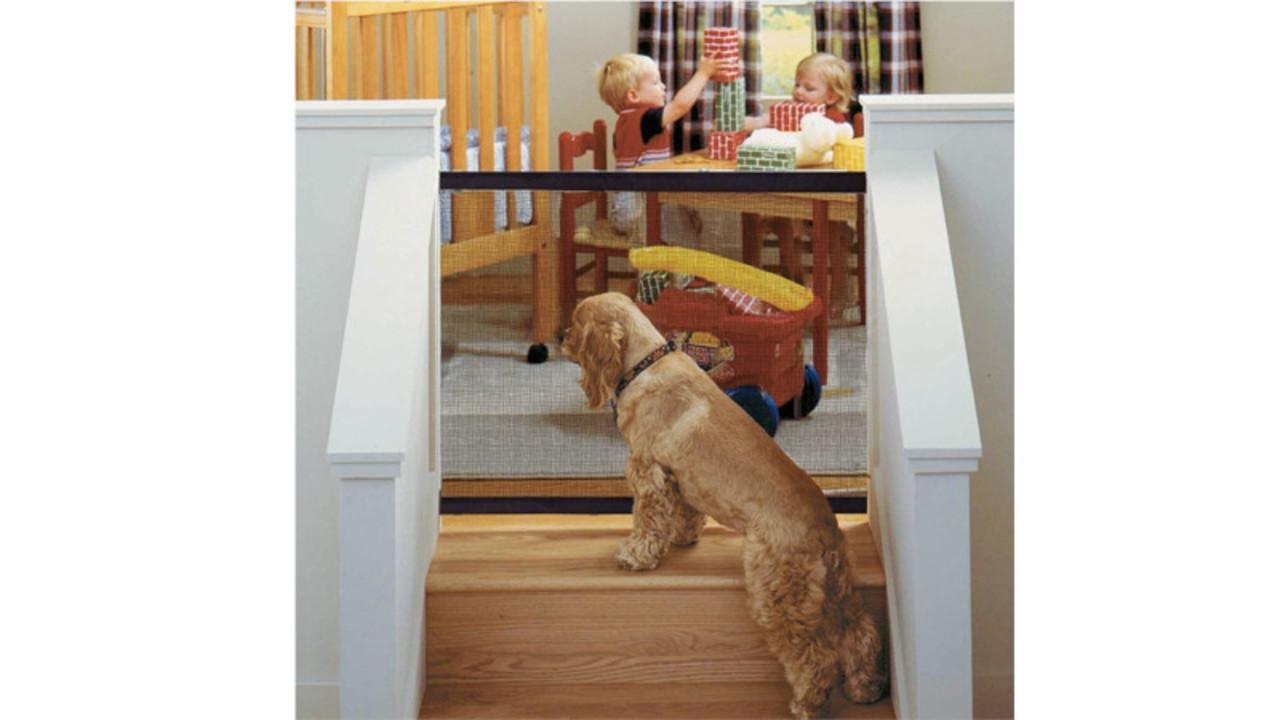 外出やキッチン作業の時にはこっちで待っててね! どこでも組み立てられるペットフェンス