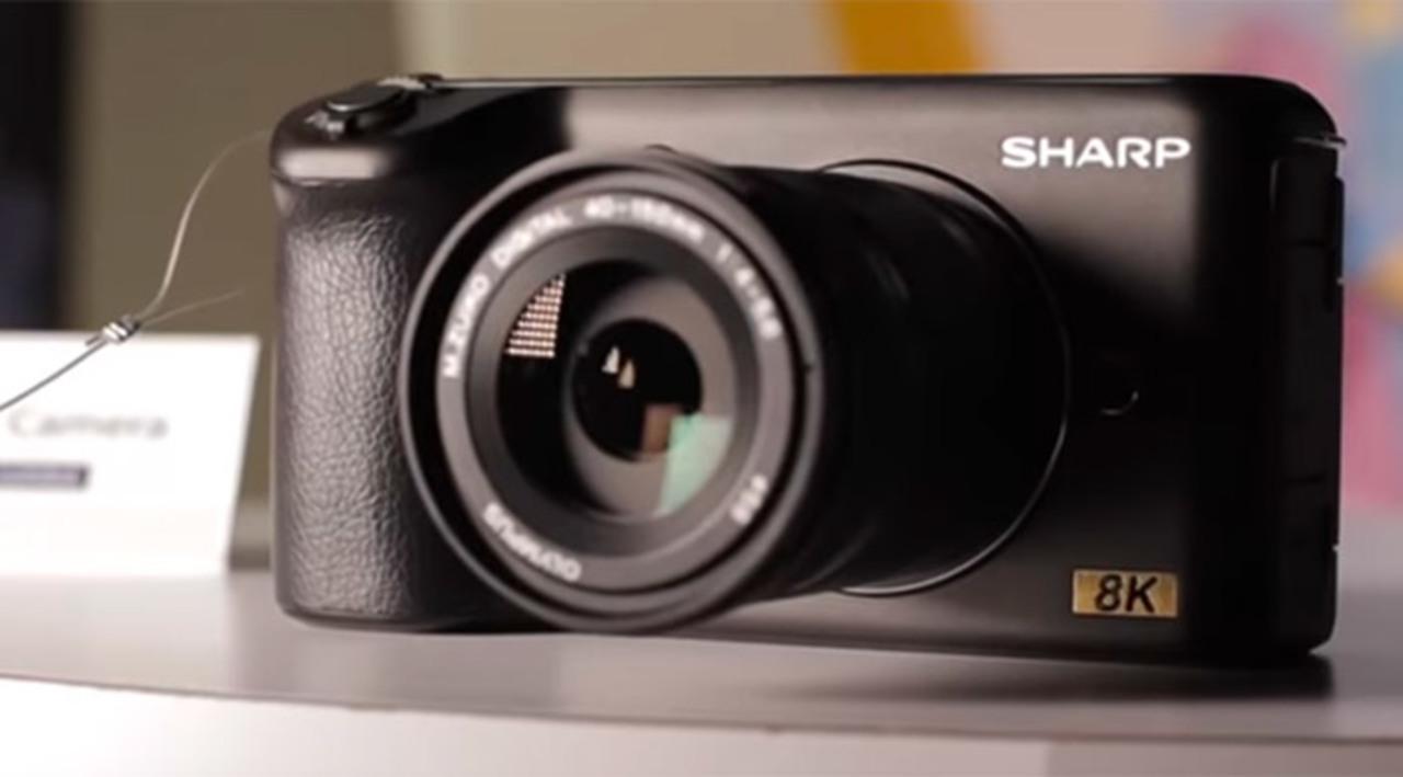 ついにこのサイズの8Kカメラが...えええっ!? シャープが作るの!? #CES2019
