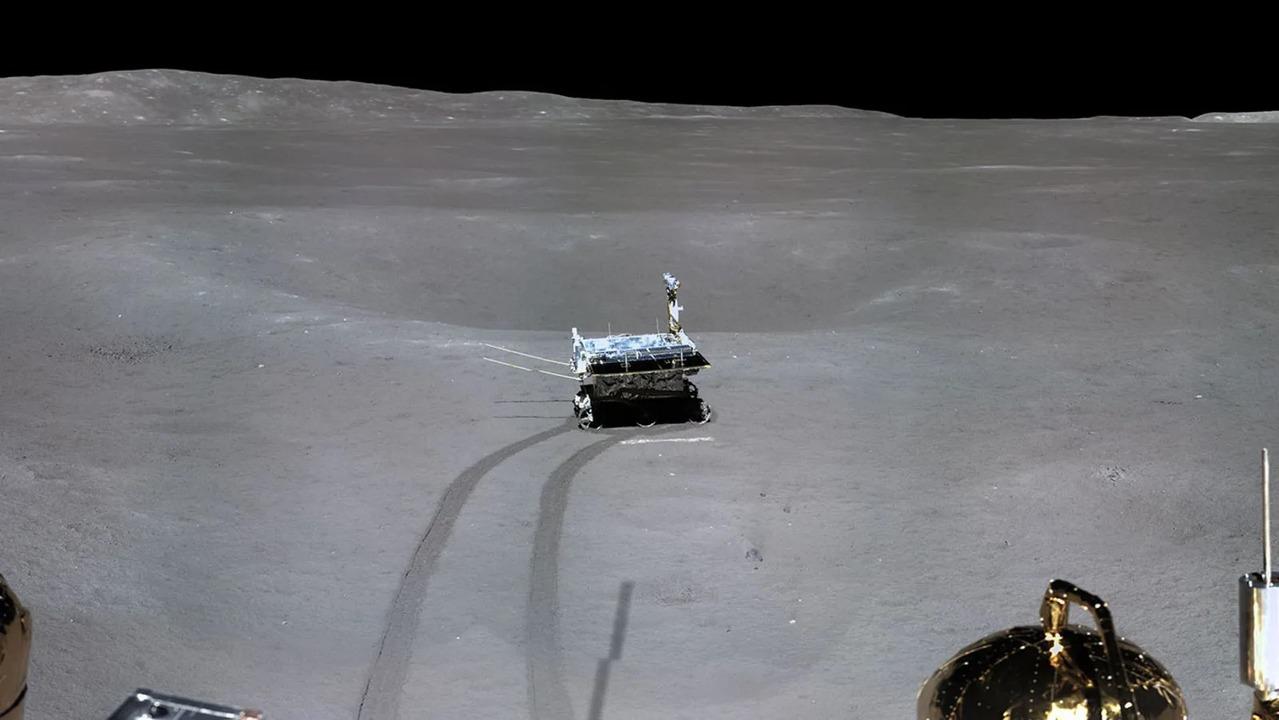 月の裏側から史上初のパノラマ写真。小さいクレーターだらけ!