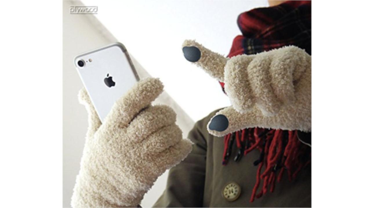 手袋をしたままでも指紋認証を可能にしてくれる、そんなシールがあるんです!