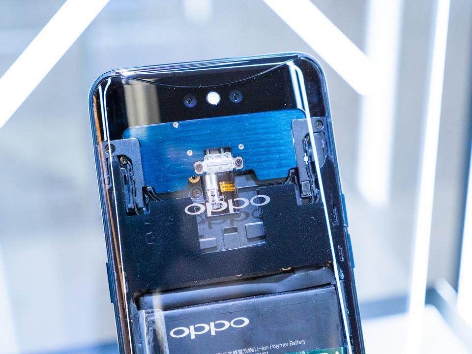 コンデジも震え上がる。OPPO、スマホ用光学10倍ズームカメラを開発中