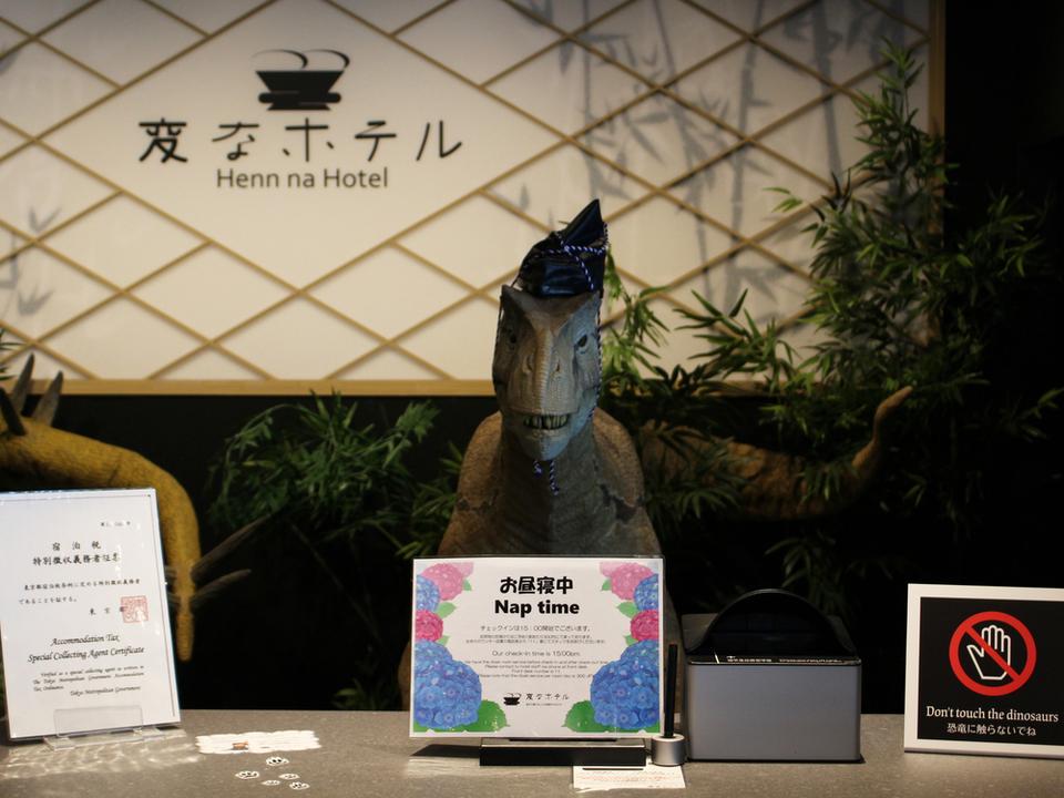 ロボットホテルのロボット、半数が解雇される