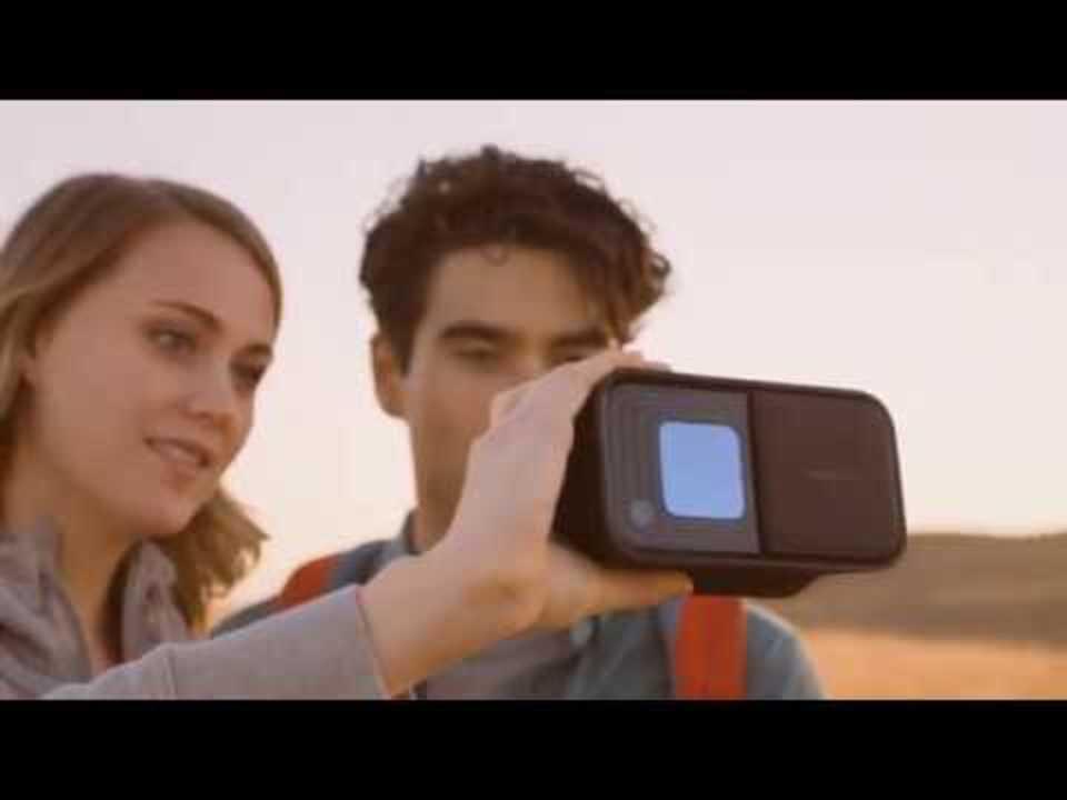次世代の双眼鏡「DoubleTake」はスクリーン越しに見ながら写真/動画撮影も可能