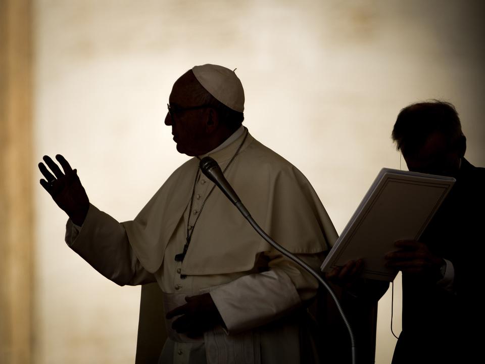 ローマ教皇、お祈りアプリをご承認