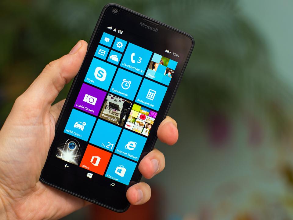 「Windows 10 MobileユーザーはAndroidかiPhoneに乗り換えて」Microsoftが案内