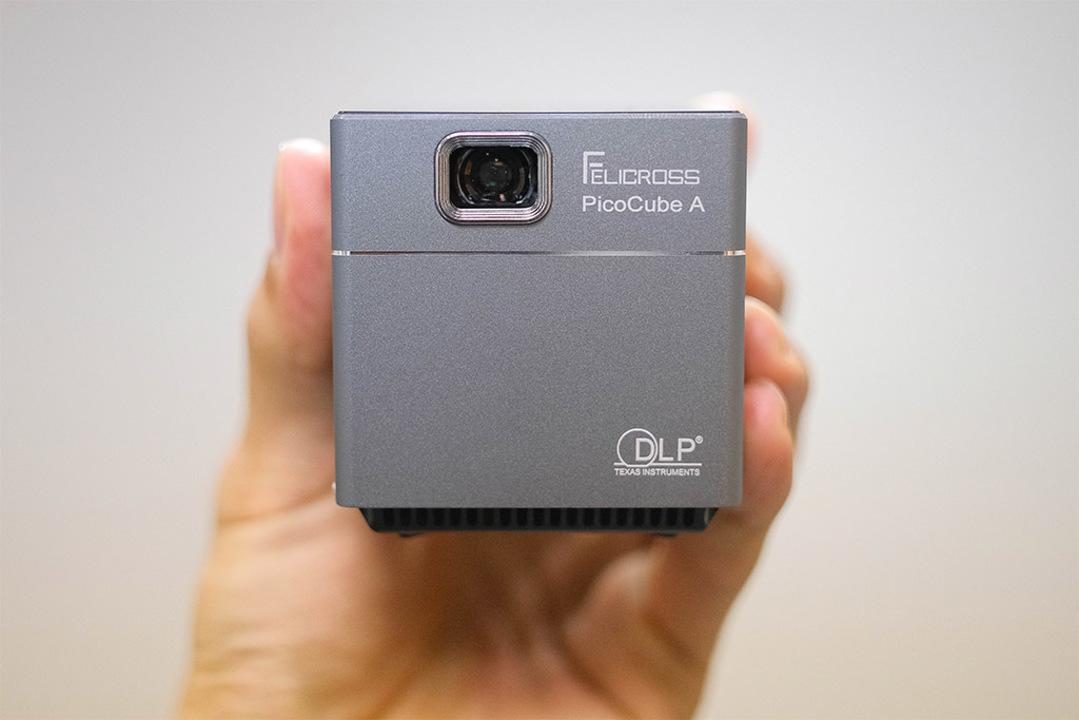 あのiPhone XSより軽いだと!?軽量で小さいAndoroid搭載プロジェクター「PicoCube A」を使ってみた