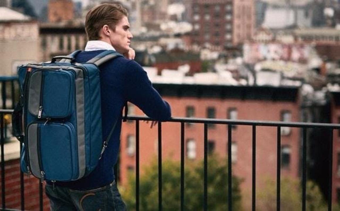 3つのバッグが合体、分離するスタイリッシュトラベルバッグ「JW Weekender」がキャンペーン開始