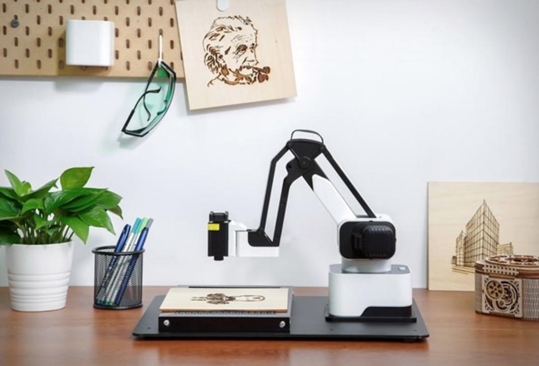 お絵描き、筆記、レーザー刻印、3D印刷もできる万能ロボット・アーム