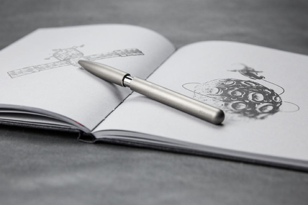 残り1日!Apple製品との相性バツグン。チタンから削り出したボールペン「KOSMOS Titan」