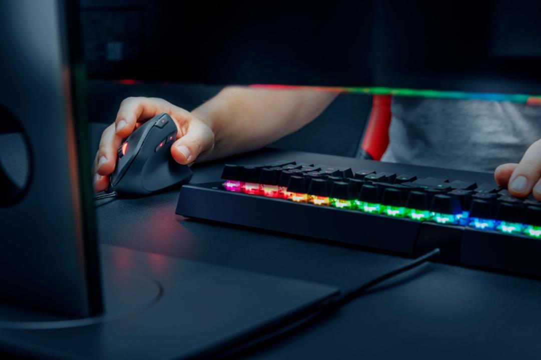 縦持ちで、勝ちにいけ。エルゴノミクスでゲーミングな有線マウスが登場