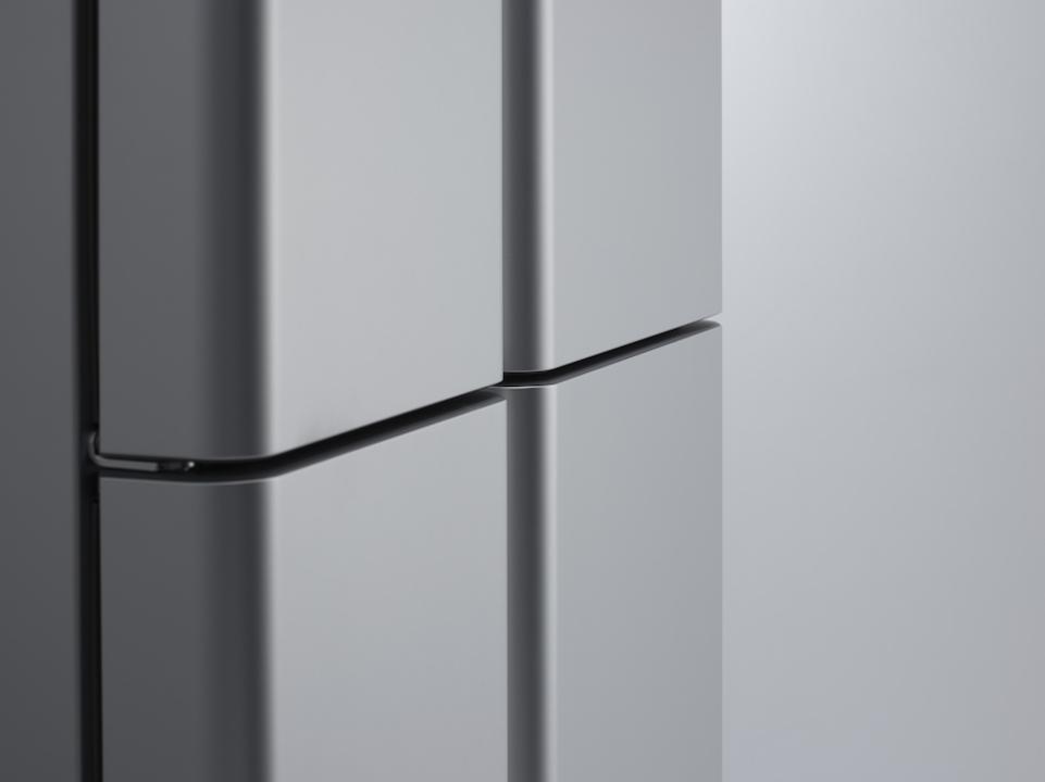「INFOBAR」の深澤直人デザインの冷蔵庫。業務用っぽい佇まいが良き