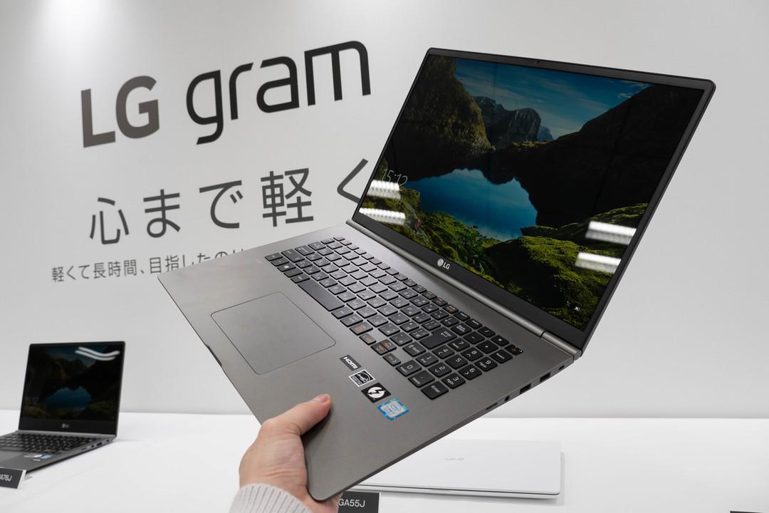 LGの新しい「17インチノートPC」が、13インチのMacBook Proより軽いんですけど!