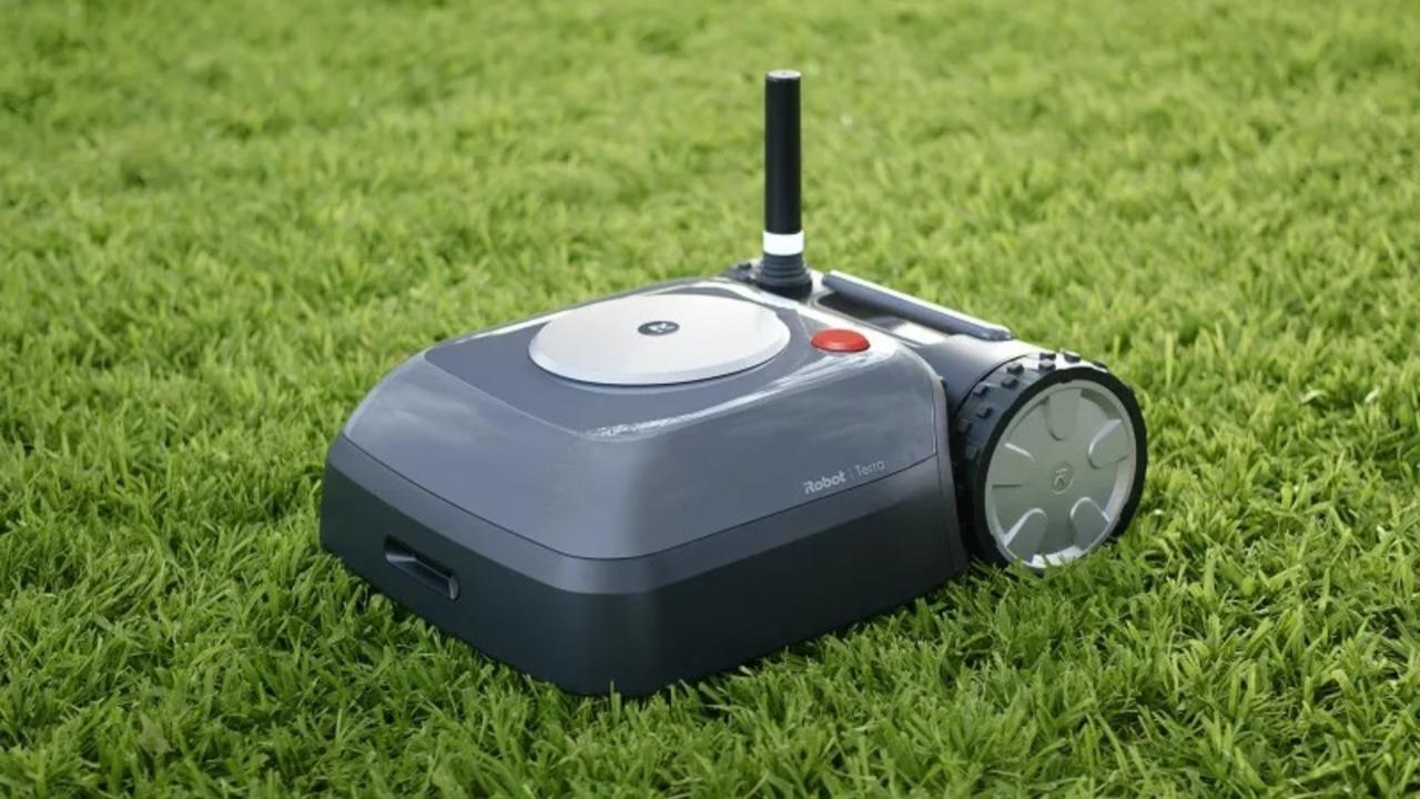 iRobotがついにロボット草刈り機を販売。Roombaより無骨なTerraさんです