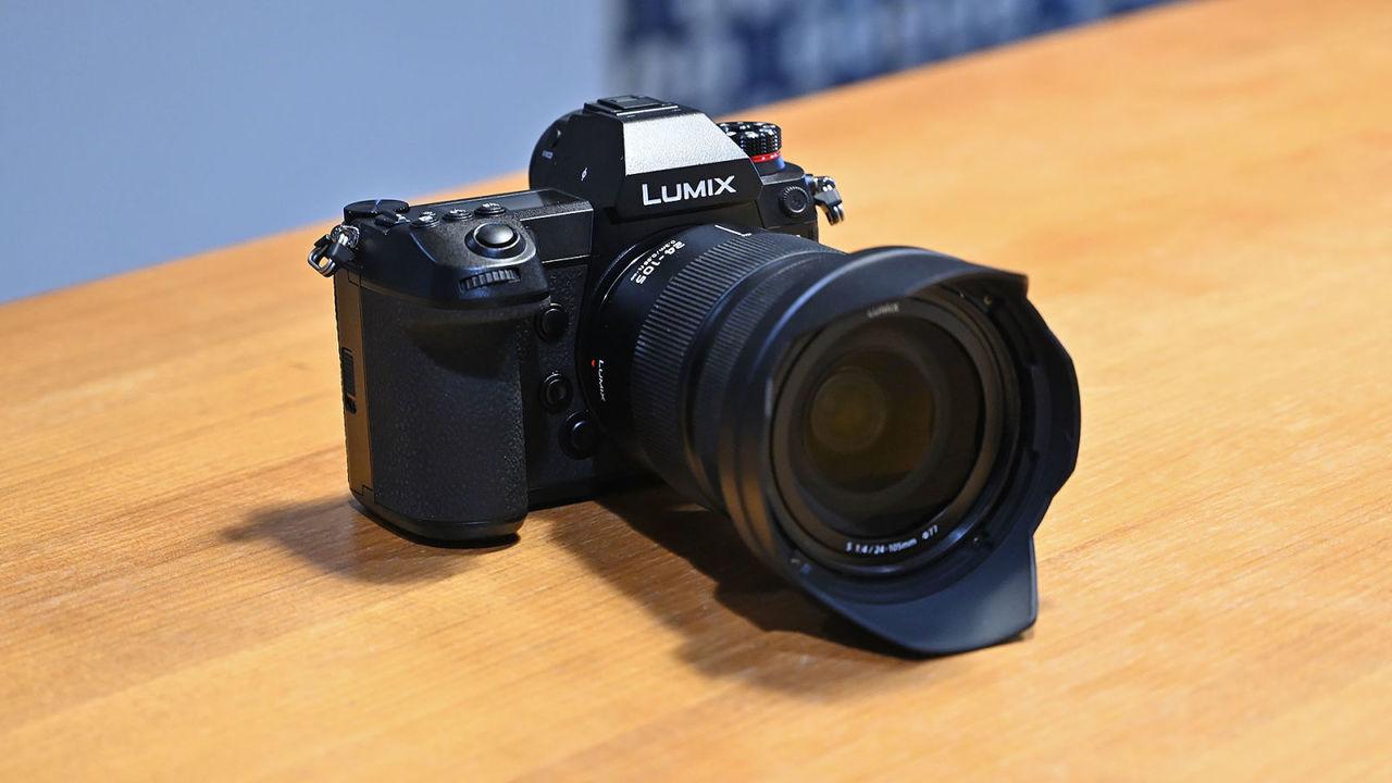 約46万円。パナソニックのフルサイズミラーレス機「LUMIX S1R」は3月23日発売