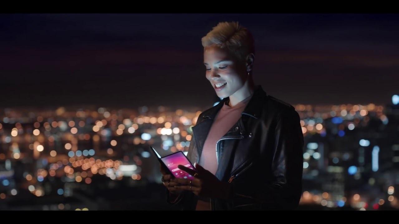 Samsungのイベント告知映像に両面ディスプレイの折り畳みスマホの姿が!?