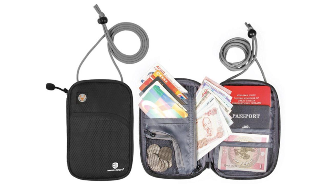 スキミング防止機能付き! 海外旅行の強い味方「多機能パスポートケース」