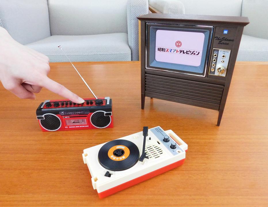 【昭和あるある】テレビを叩いて直すのも再現。昭和のブラウン管テレビ風ガジェット