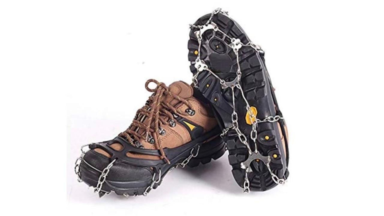 雪や凍った地面でも安定を手に入れよう!靴に付けれる滑り止めチェーンを備えてみては?