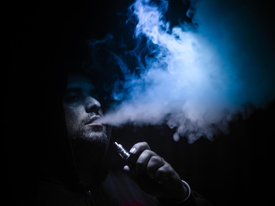 【注意喚起】蒸気Vapeが爆発→破片が口を貫通して脳に到達して死亡