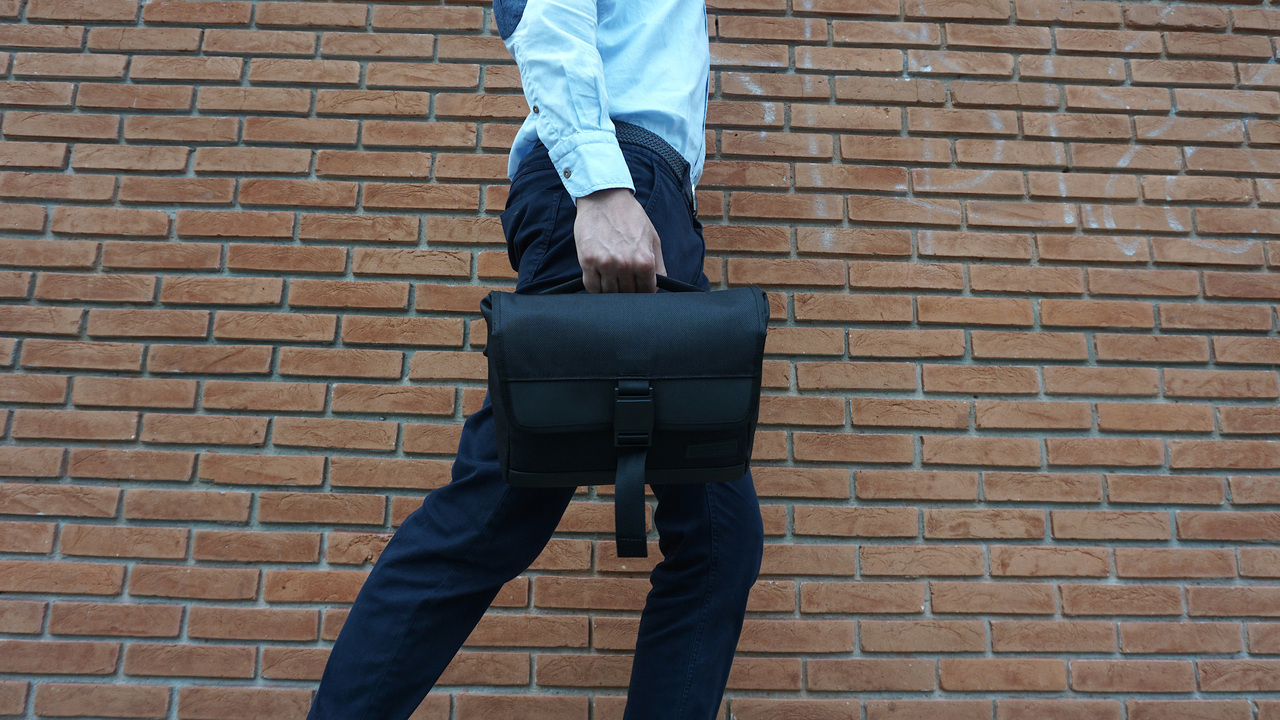 好評につきキャンペーン延長!ドイツ生まれの無駄のないデザインが光るスリングバッグ「DAYFARER Sling」