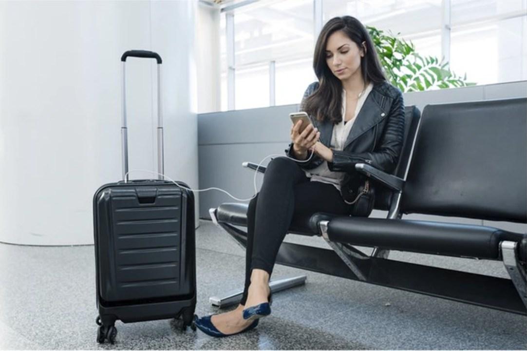ガジェ旅はこれで。バッテリーやGPS、Bluetoothの施錠も内蔵されたスーツケース