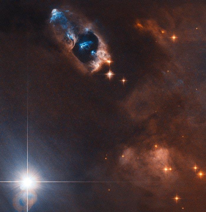 心の小宇宙(コスモ)を感じる…。ハッブル望遠鏡が生まれたての輝く5つ子星を撮影
