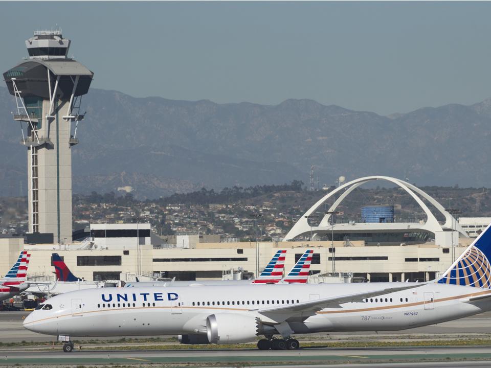 航空会社が、フライト予約の性別欄に「男性」「女性」以外のオプションを追加へ