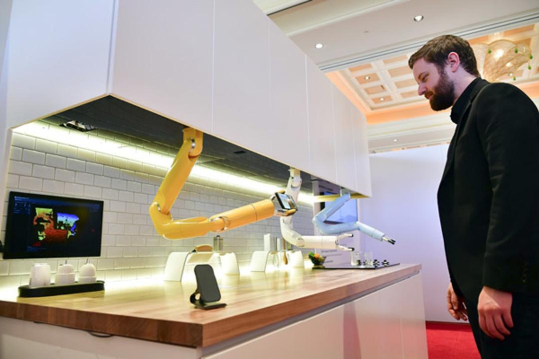 Samsungが見本市にて調理用ロボット・アームや空気清浄ロボを発表
