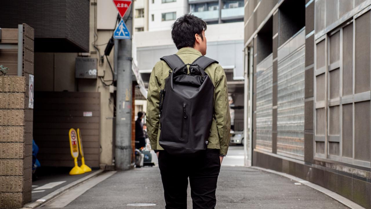 【100万円プレゼント!】シンプルって舐めてたら本格派のアウトドアバッグでした「Snow Peak 4Way Waterproof Dry Bag」