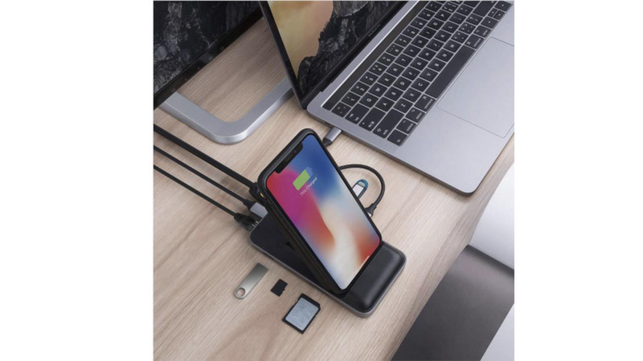 最高の組み合わせ。 ワイヤレス充電器とType-C対応多機能ハブのハイブリッドが便利そう!