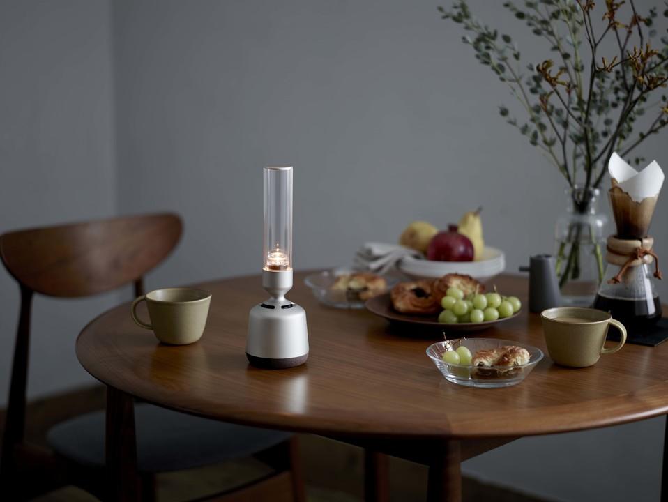ほのかな光とキレイな音の融合体。グラスサウンドスピーカーの新型「LSPX-S2」デビュー