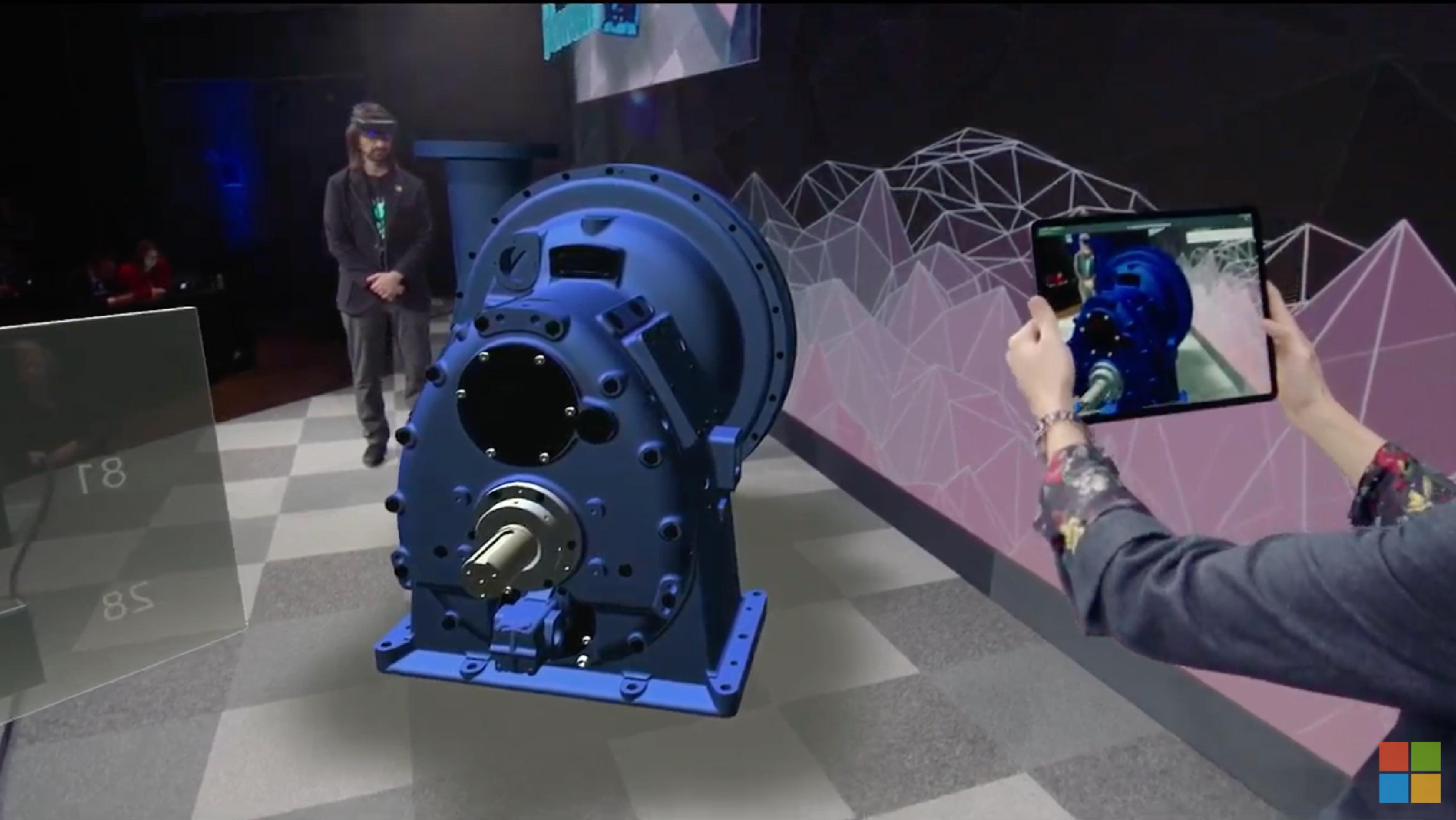 まさかのコラボ。「HoloLens 2」発表会でiPad Proみっけ