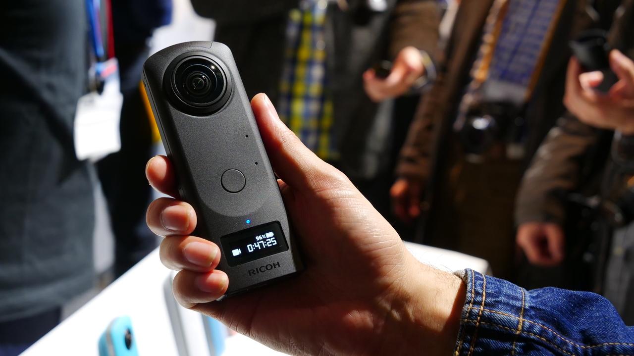 360度カメラ「リコー THETA Z1」登場! 1.0型センサーが2枚!