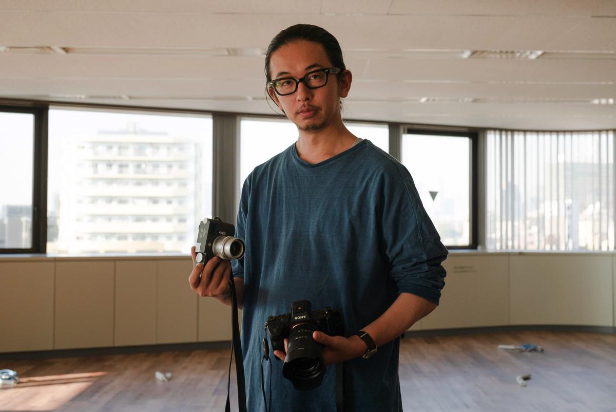 写真家 佐藤健寿さんに聞く、カメラ遍歴と愛機:「そろそろ引き算の発想のカメラを」