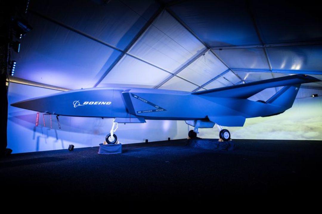 ボーイング、戦闘機の傍らで活躍する補助ドローンを発表