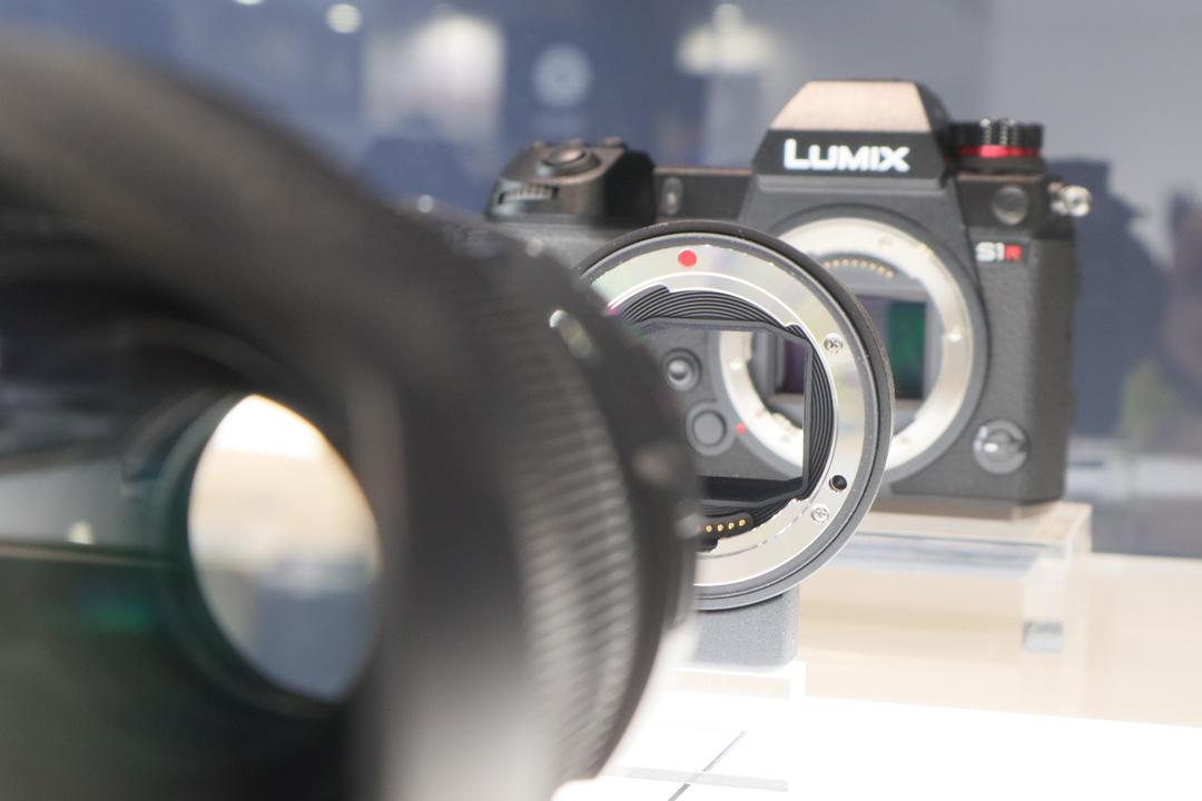 LUMIX S1/S1Rのお供にSA・EFレンズが使えるマウントアダプター「MC-21」を #CPPLUS