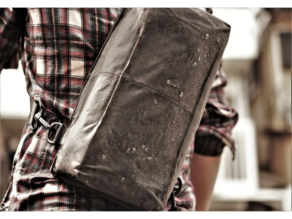 最大32%オフの限定セール!防水・高機能の帆布バッグ「Baksteen」が特別セール中
