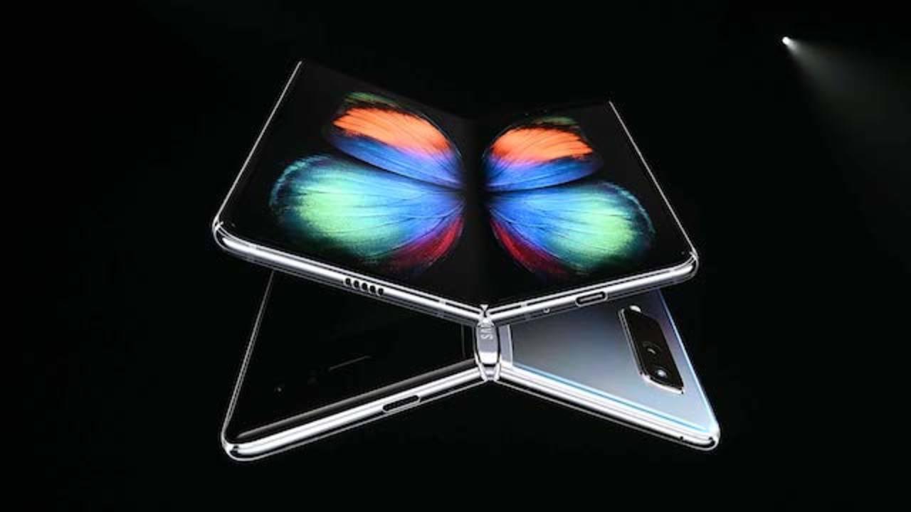 早くも「Galaxy Fold 2」の開発情報が…まさかの次は縦開き?