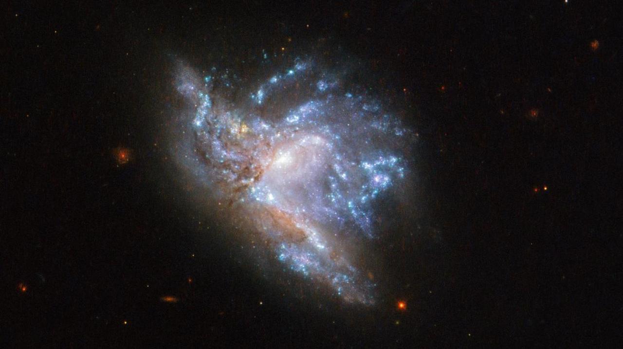 遥か彼方の大事故。ふたつの銀河がぶつかる姿を見てみよう