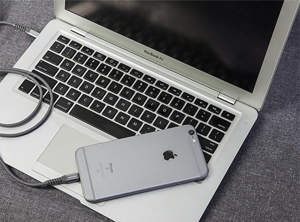 iPhoneを純正ケーブルより2.5倍速く充電してみたくない?