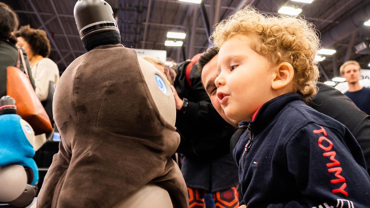 世界共通の「愛」は偉大です。SXSWで家族型ロボットLOVOTに会ってきた #SXSW2019