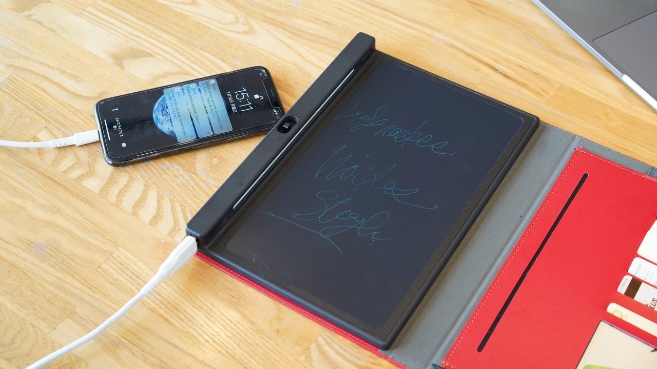 モバイルバッテリーやカード収納ポケット、ロック機能も搭載! デジタルと紙の手帳「E-BOOK」を使ってみた
