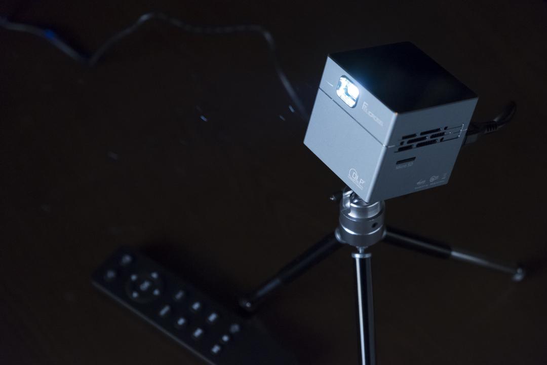 【読者限定セールも開催!】プロジェクターのある生活って、良い。「Pico Cube」のお手軽スクリーンが超楽しいぞ