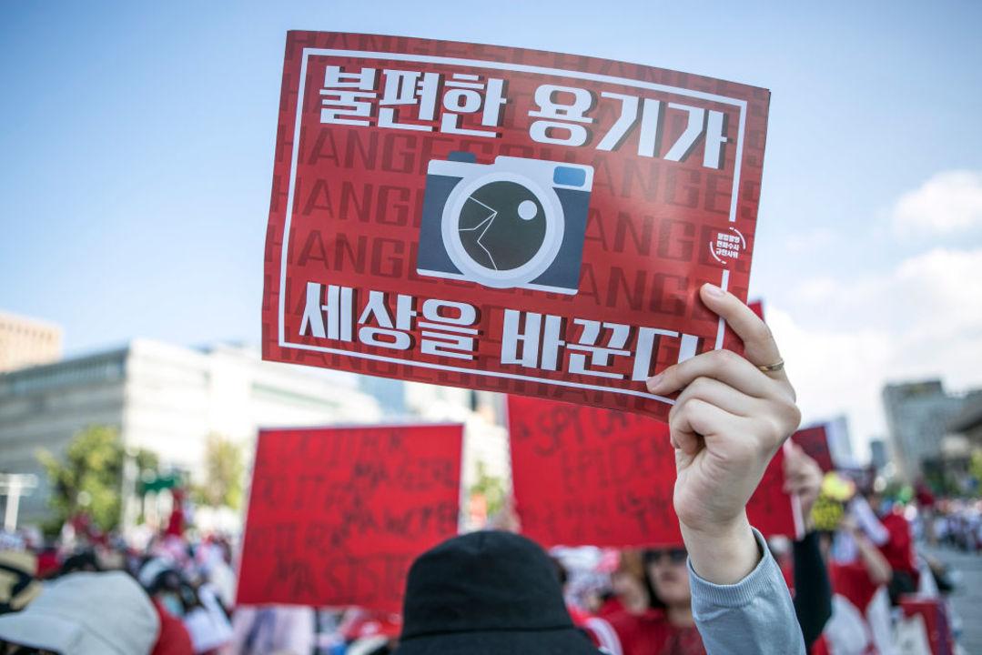 韓国のホテル、1600人の宿泊客の様子をスパイカムで記録していた
