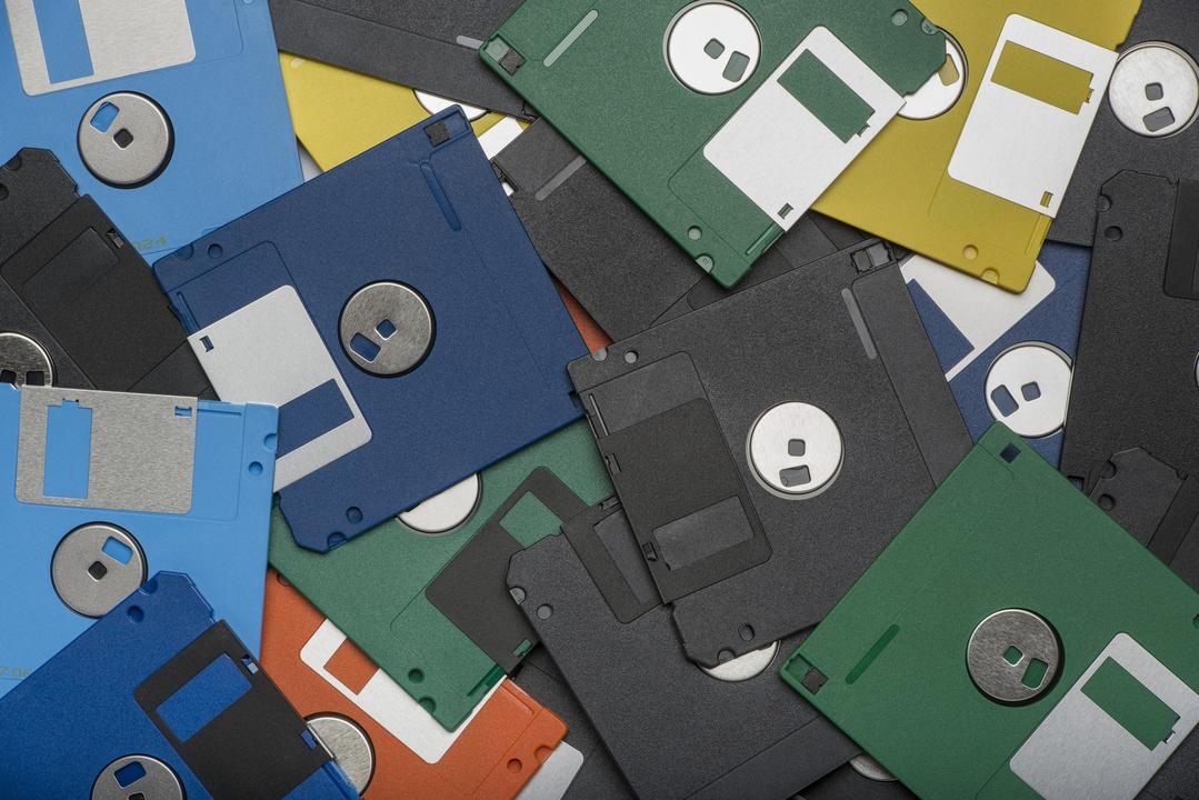個人データを一掃しよう。デバイスごとのデータ削除ガイド